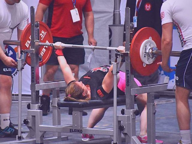 The Best Bench Press Tempo (How Fast Should You Bring The Bar Down)
