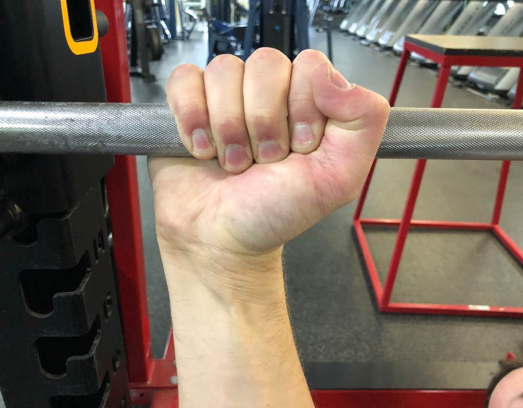 Hand aroud bar according to bench press rules