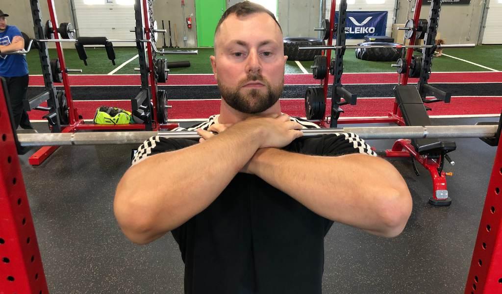 Front squat alternative: cross arm front squat
