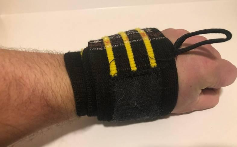 You need wrist wraps because it will enhance your performance and allow you to optimize your technique in lifting