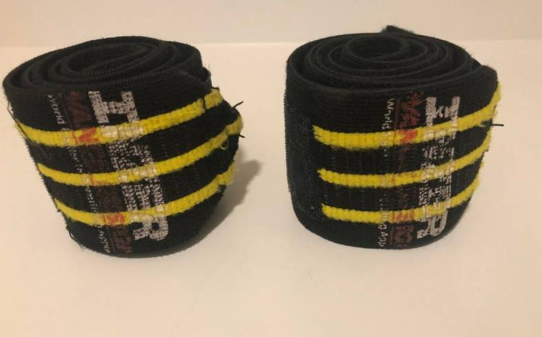 two types of wrist wraps that are available to use
