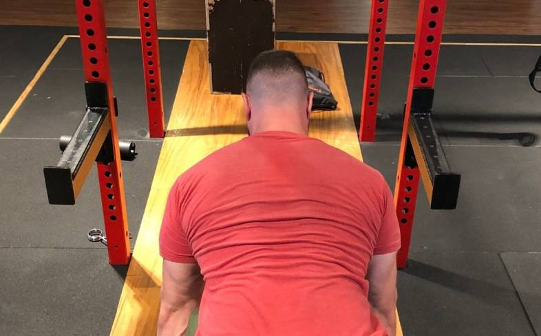 block deadlift prioritize your glutes and back muscles