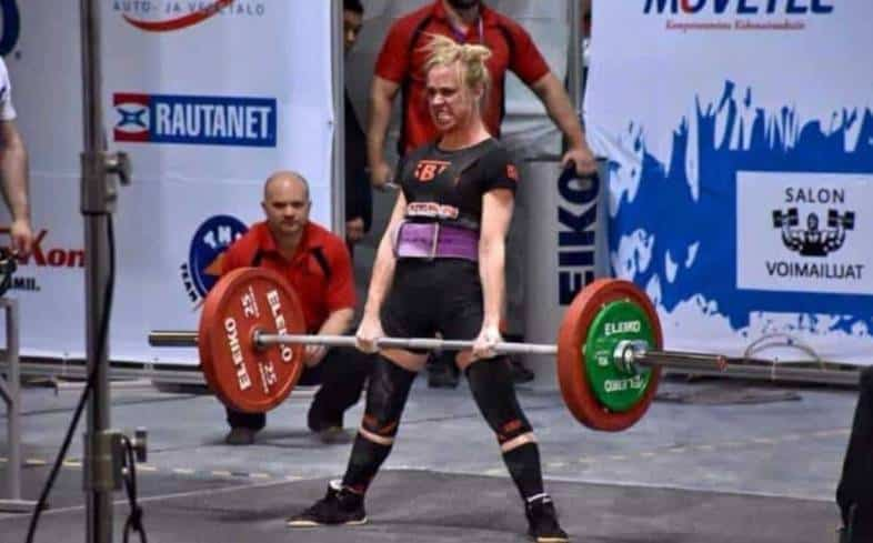 lifting belts wouldn't cause any risks in women if used properly