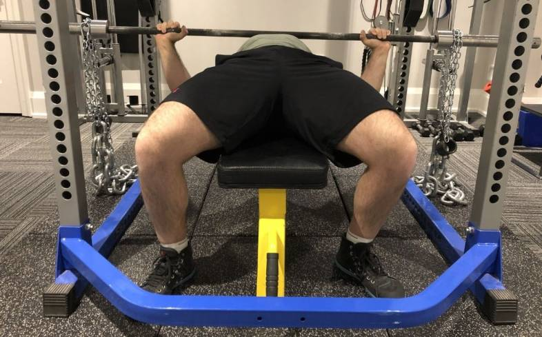 bench pressing with chains