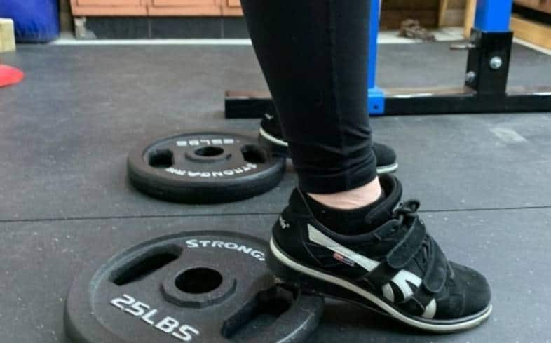 how to squat with plate under your heels