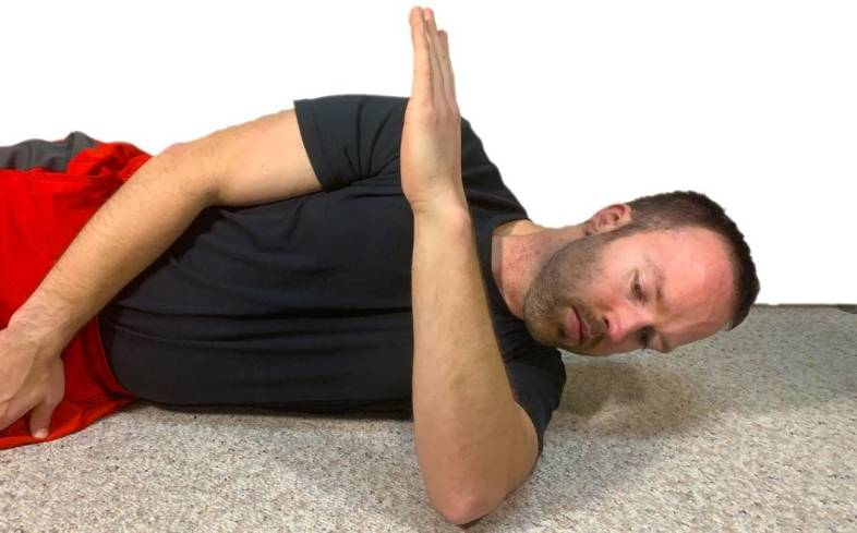 how to perform the sleeper stretch