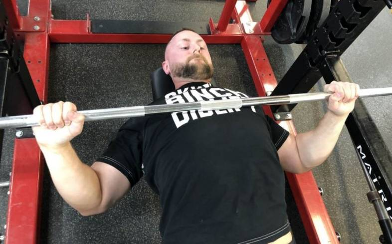tips for training chest for powerlifting
