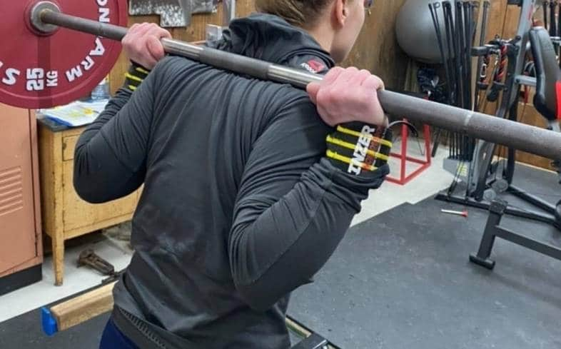 how to do the thumbless grip squat
