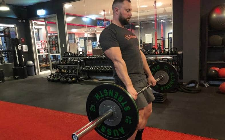 hitching the bar in deadlift places you in a vulnerable position for injury
