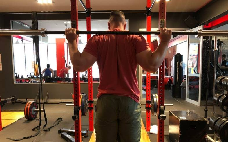 how to know when you need a narrower grip in squat