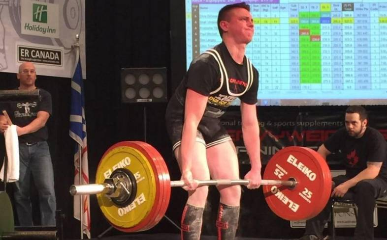 the average deadlift for an 18 year old