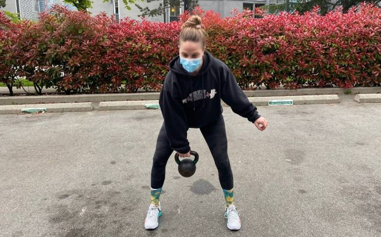 pros and cons of 1 arm kettlebell swing