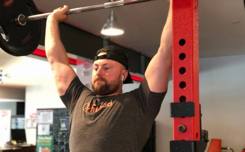 how to structure your program when cutting for powerlifting