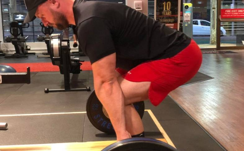 technique to implement if you want to reduce quad soreness from deadlifting