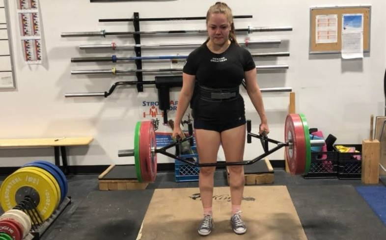 a trap bar deadlift allows to put knees and hips more forward