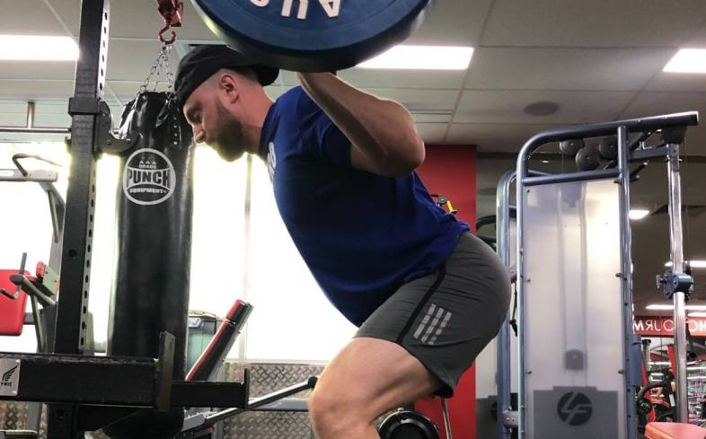 the chest falling in the squat often occurs due to poor weight distribution