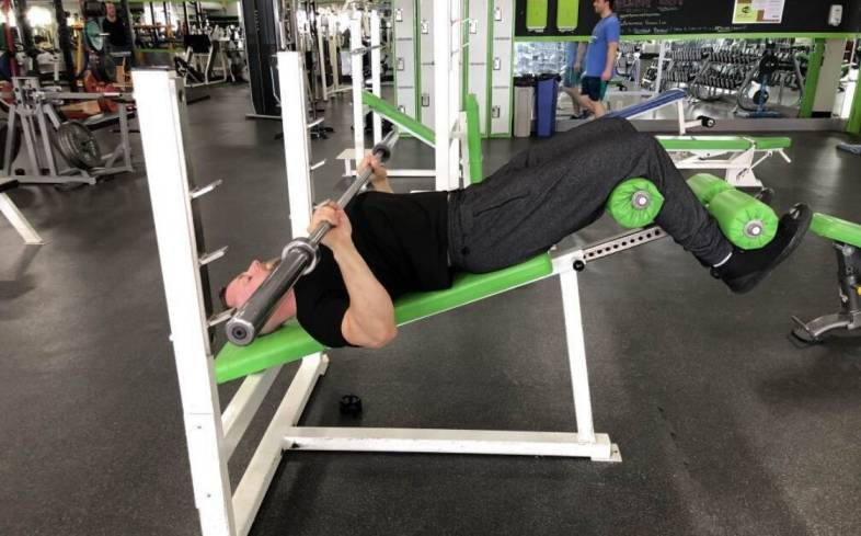 the decline bench press places us in an angle to target pecs