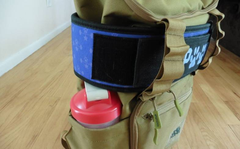 the CORE25 backpack has two exterior water bottle holders that expand to accommodate bottles of different sizes