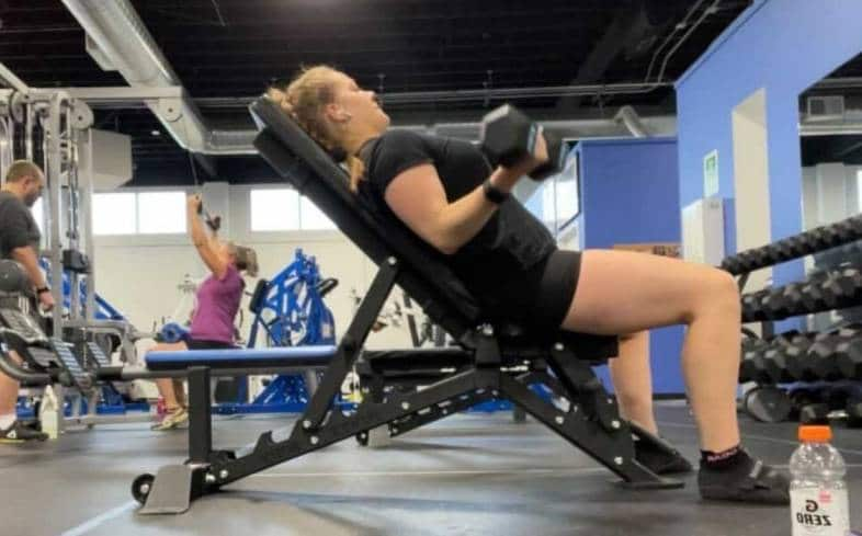 Seated Curls At An Incline